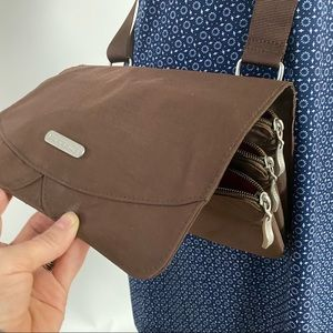 Baggallini Crossbody or shoulder bag.